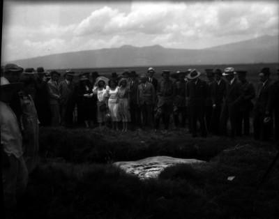 Leonides Andrew Almazán acompañado por Rodolfo Elías Calles, Estrada Cajigal y otros funcionarios