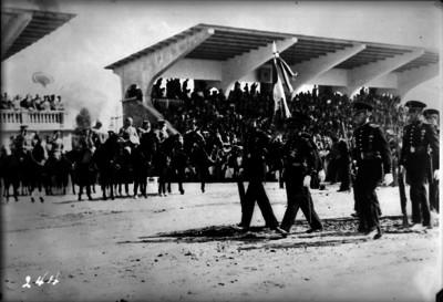Abelardo L. Rodríguez durante una ceremonia militar