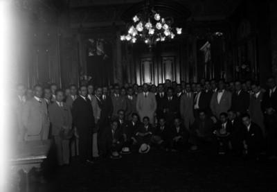 Abelardo L. Rodríguez y representantes de las agrupaciones ferrocarrileras