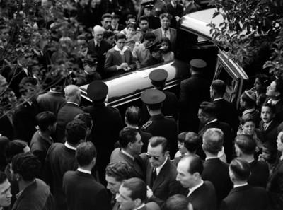 Funcionarios en un funeral