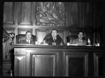 Agustín Arroyo Ch. y dos senadores