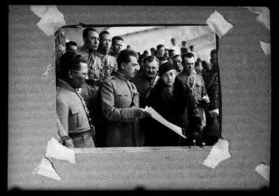 Lázaro Cárdenas presenciando un acto militar
