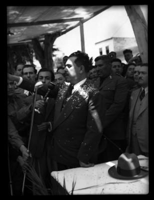 Lázaro Cárdenas presta juramento en una ceremonia