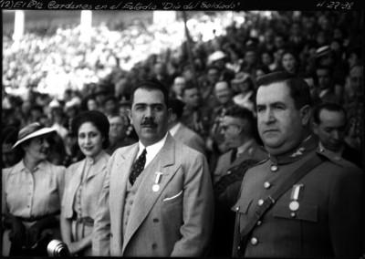 Lázaro Cárdenas en el estadio el día del soldado