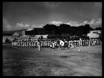 Escolares en una ceremonia cívica
