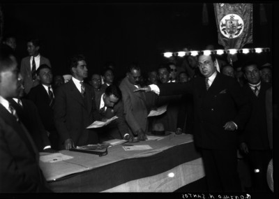 Gonzalo N. Santos rindiendo protesta como Secretario General del Partido Nacional Revolucionario