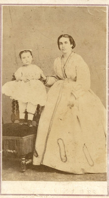 Madre e hija sobre una silla, tarjeta de visita