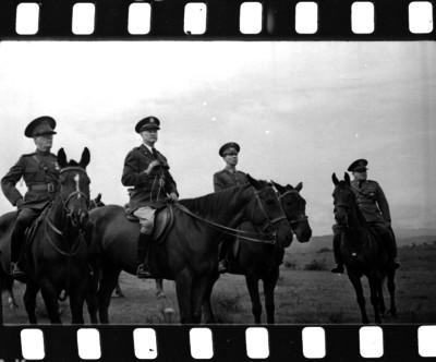 Militares a caballo durante prácticas