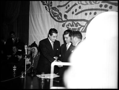 Lectura del informe del Gobernador de Puebla Rafael Ávila Camacho