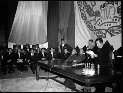 Rafael Ávila Camacho da lectura a su mensaje como gobernador de Puebla