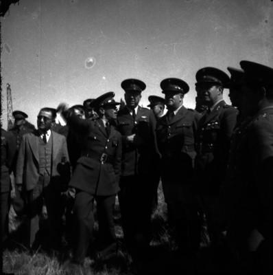 Manuel Ávila Camacho con militares