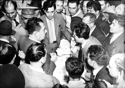 Lázaro Cárdenas en una casilla electoral
