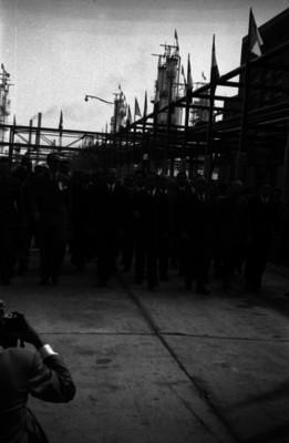Manuel Ávila Camacho visita las instalaciones de la refinería 18 de Marzo