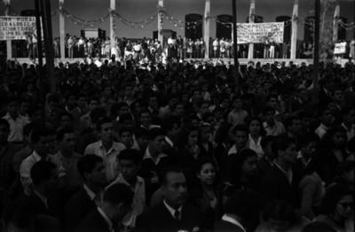 Estudiantes del Instituto Politécnico Nacional en una ceremonia