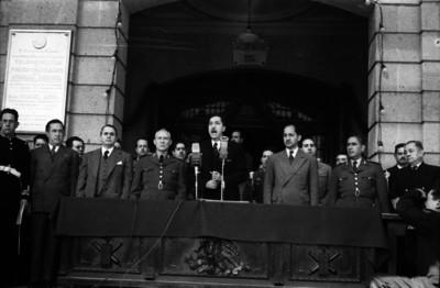 Miguel Alemán Valdés pronunciando un discurso en el Colegio Militar