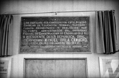 Placa inaugural de la Escuela Normal Superior