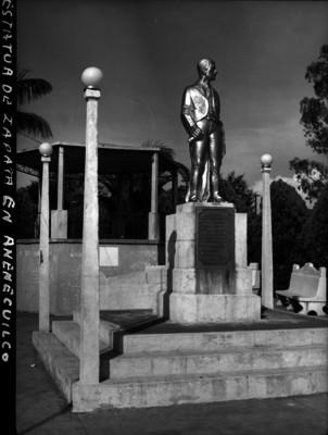 Estatua a Zapata en la plaza principal de Anenecuilco
