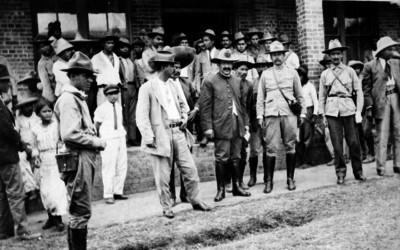 Pablo González y miembros de tropa revolucionaria