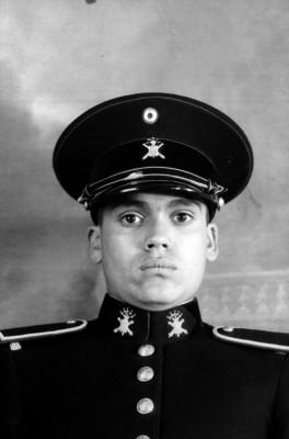 Cadete del Colegio Militar uniformado, retrato