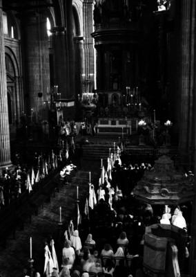 Feligreses durante una ceremonia religiosa en la Catedral Metropolitana
