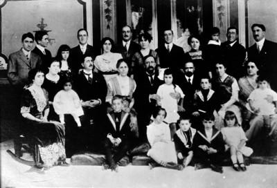 Francisco I. Madero en compañía de su familia, retrato de grupo