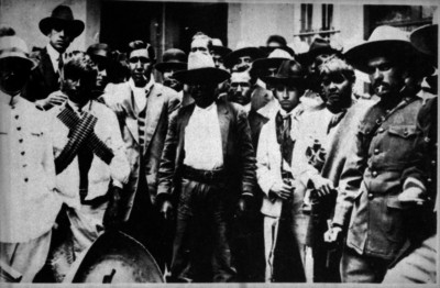 Eufemio Zapata junto a su Estado Mayor, retrato de grupo