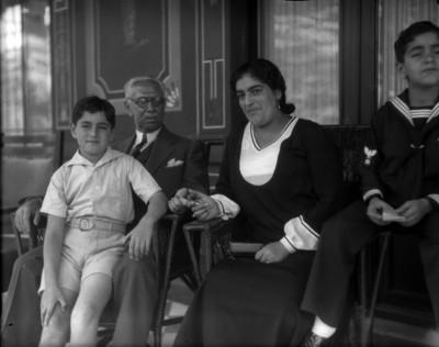 Pascual Ortiz Rubio con su familia, retrato de grupo
