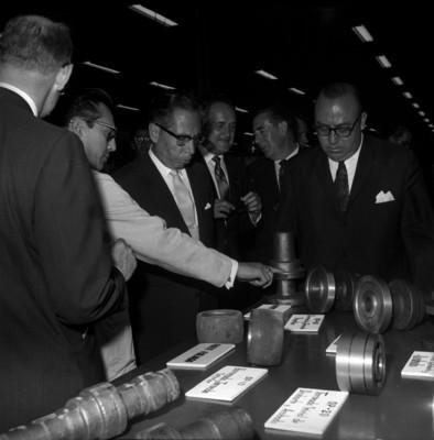 Gustavo Díaz Ordaz visita una industria metal mecánica