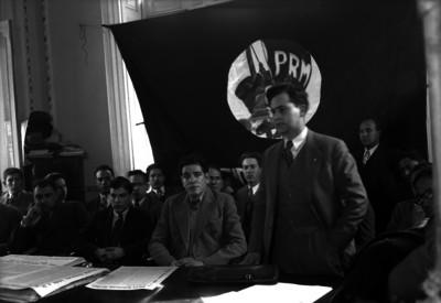 Luis I. Rodríguez con miembros del PRM durante una ceremonia