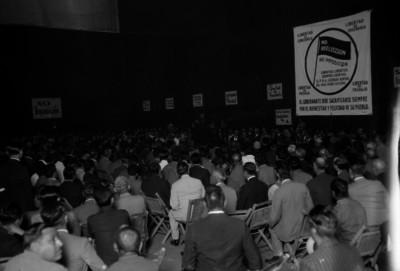 Político arengando durante una reunión del P.N.A.