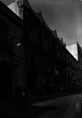 Edificios comerciales y vida cotidiana