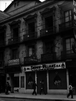 """Tienda de pinturas de la """"Cía. Sherwin-Williams, S.A."""", fachada"""