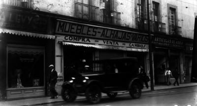"""Tienda de """"Muebles, Alahajas y Varios"""", fachada"""