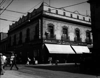 """""""Mueblería La Económica"""", fachada"""