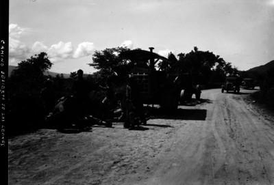 """Trabajadores reparan el """"camino al Desierto de los Leones"""""""