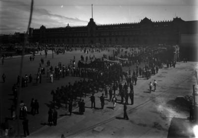 Manifestación obrera en la Plaza de la Constitución