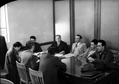 Integrantes del Departamento del Trabajo en una reunión