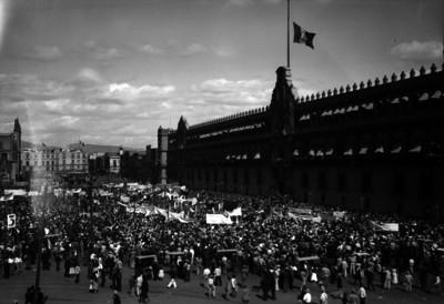 Manifestaciónes frente a Palacio Nacional