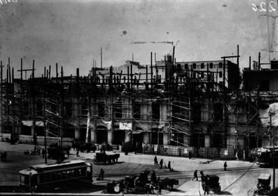 Etapa reconstructiva del Ayuntamiento del D.F., en tiempo porfirista, reproducción fotográfica