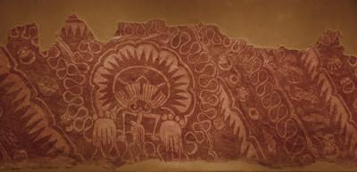 Concha festonada con manos y cabeza de animal