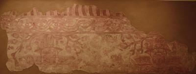 Grandes murales de figuras aladas descendentes