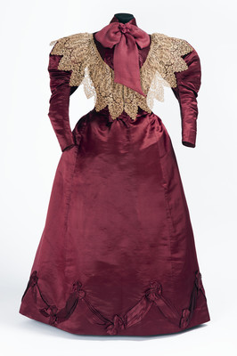 Vestido de visita compuesto por blusa y falda