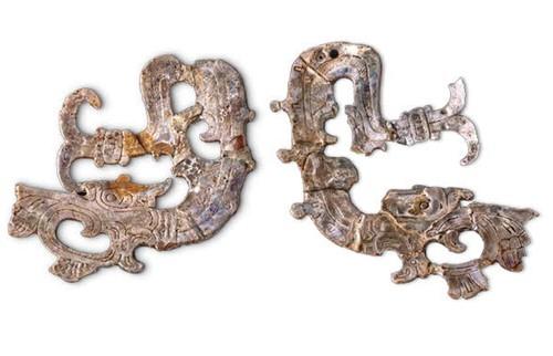 Orejeras en forma de serpiente
