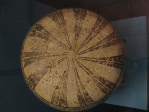 Vasija cerámica con decoración estilo chinesco
