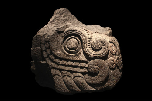 """Escultura de """"Xiuhcóatl"""" serpiente de fuego"""