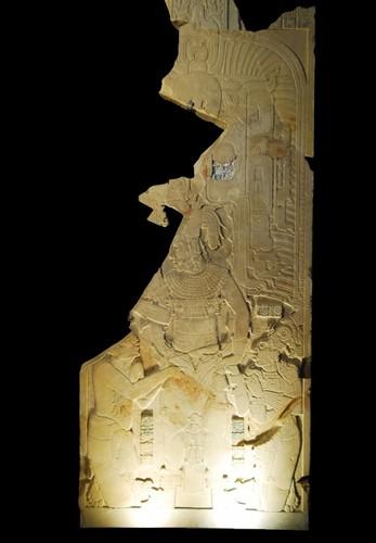 Tablero de piedra de la pilastra del Templo XIX