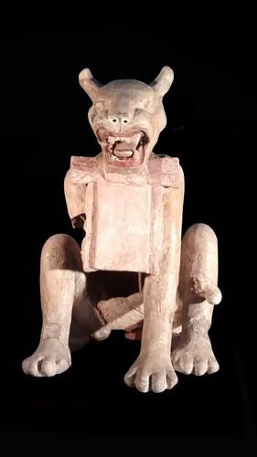 Escultura puma con moño