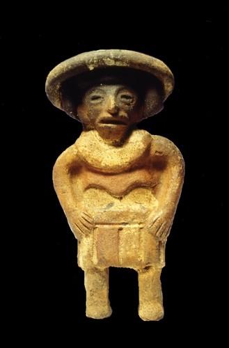 Figurilla antropomorfa con sombrero