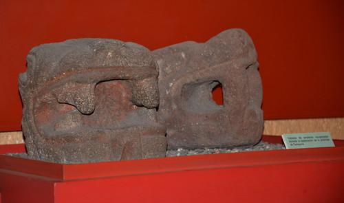 Cabezas de serpiente recuperadas durante la exploración de la pirámide de Tenayuca