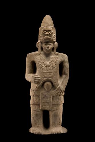 Escultura masculina con tocado cónico